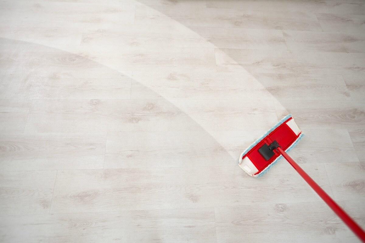 Como mantener y limpiar suelos laminados neiku concept - Como limpiar suelo porcelanico ...